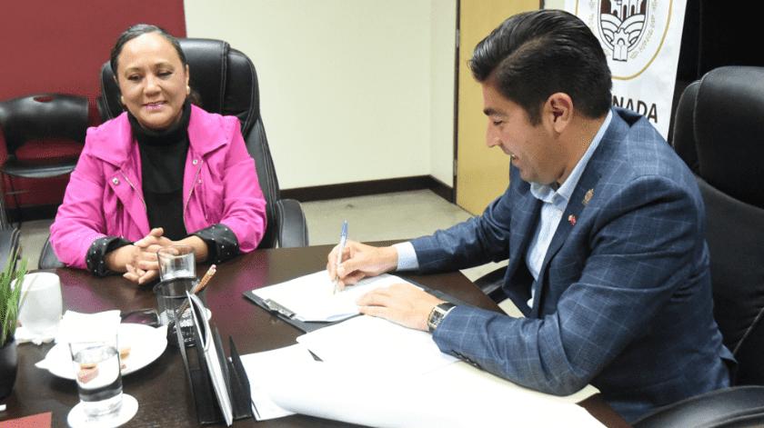 El alcalde Armando Ayala Robles firmó el convenio.(Cortesía)