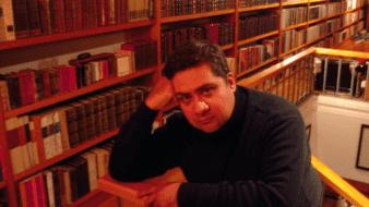 Carlos Manuel Cruz Meza  es periodista y criminólogo, egresado de la Licenciatura en Letras Españolas de la Universidad Veracruzana, y autor de trece libros.