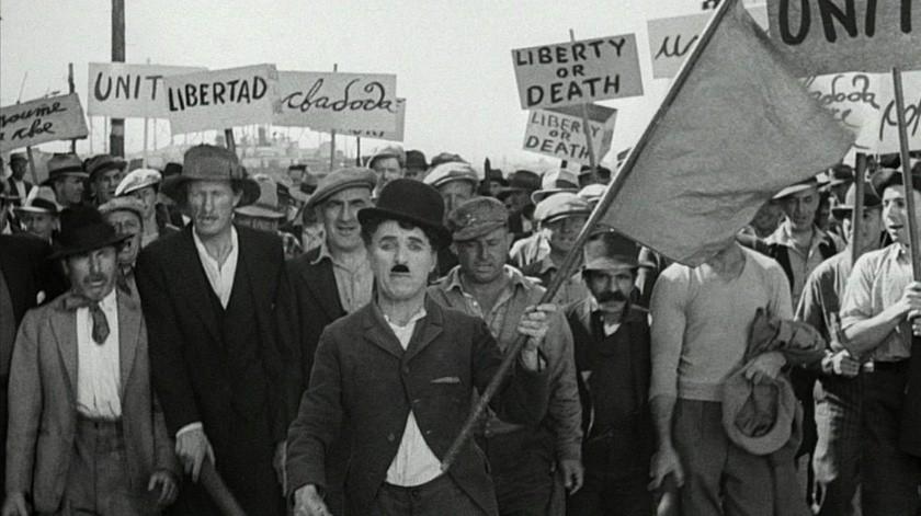 """""""Tiempos modernos"""", que incluye entre sus secuencias masivas movilizaciones obreras, fue la penúltima película que filmó Chaplin(Cortesía)"""