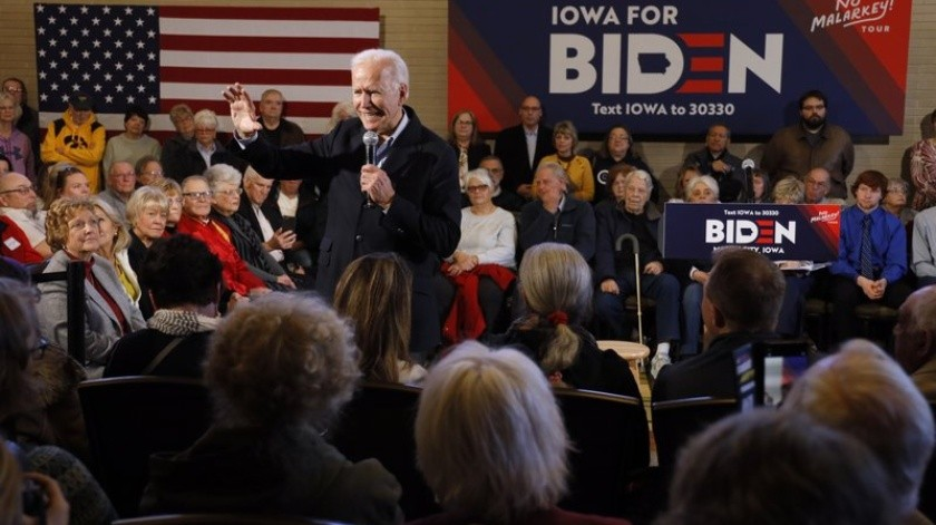 """Llama """"viejo"""" a Joe Biden y lo retan con lagartijas(AP)"""
