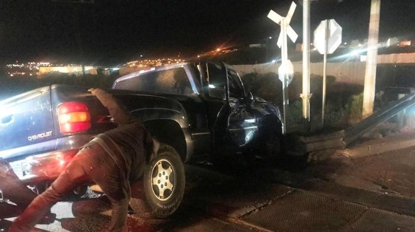 Impacta el tren a auto en Nogales(Manuel Jiménez)