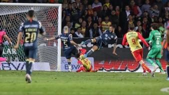Momento en el que Aldo Rocha empuja el balón para el 2-0.