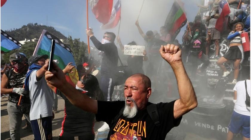 Grupos de enmascarados se enfrentaron a la policía a pocos metros de la concentración.(AP)
