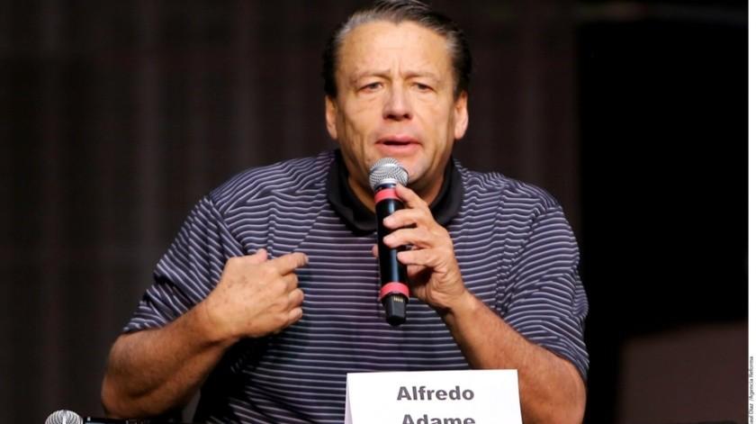 Alfredo Adame arremete contra Laura Zapata.