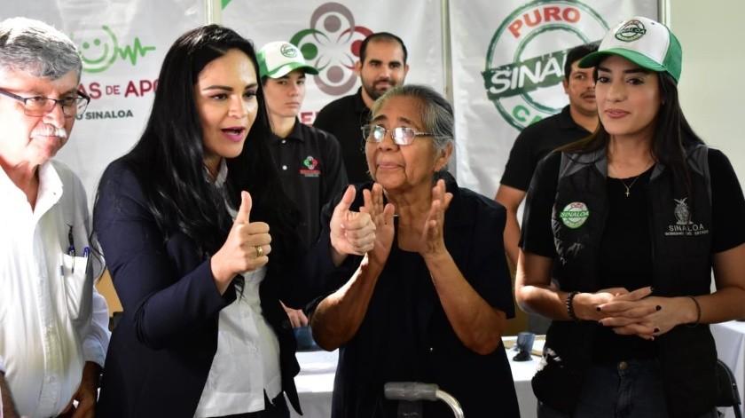 Perdí el miedo al ridículo: Canta alcaldesa sinaloense en escuela(Twitter)