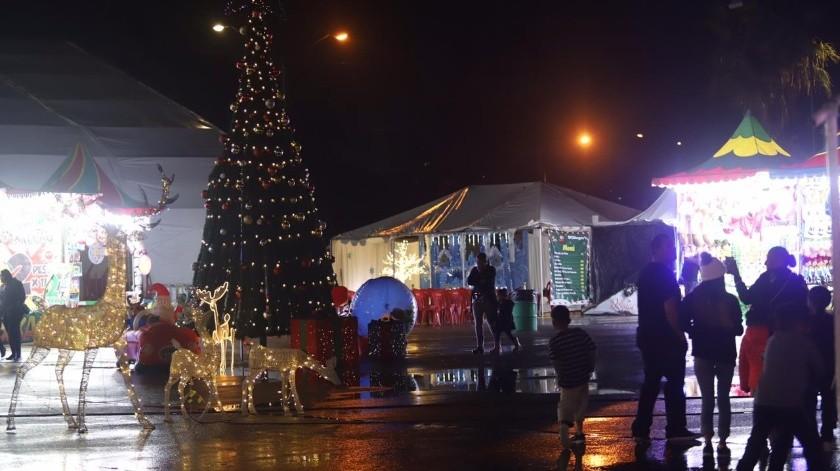 Llega a Tijuana el espíritu navideño con la Villa Iluminada en el Parque Morelos, donde encontrarás desde un túnel de luces hasta una pista de hielo apta para toda la familia.(Gustavo Suárez)