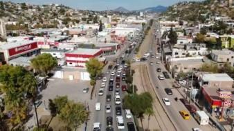 Hacen hasta 5 horas para cruzar a EU en Nogales