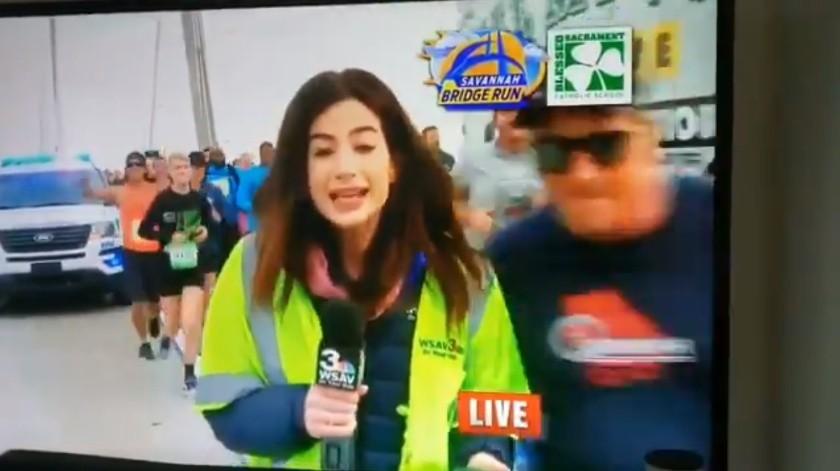 Acosan sexualmente a reportera deportiva durante transmisión en vivo(Captura de video)