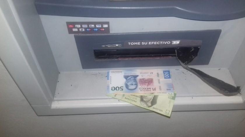 Para prevenir que ciudadanos sean víctimas de robo en sus distintas modalidades, la Dirección de Seguridad Pública Municipal exhorta a extremar precauciones al momento de utilizar cajeros automáticos de instituciones bancarias.(Cortesía)