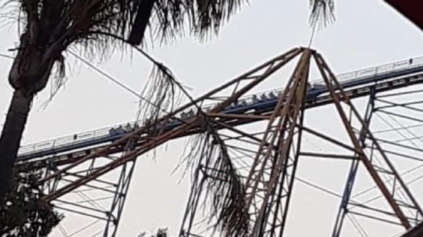 """Este domingo por la tarde, se registró un incidente en el juego mecánico """"Superman"""" de Six Flags México."""