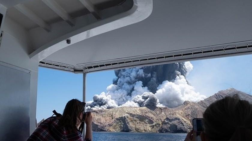 Recién casados entre las víctimas en erupción de volcán en Nueva Zelanda(Twitter)