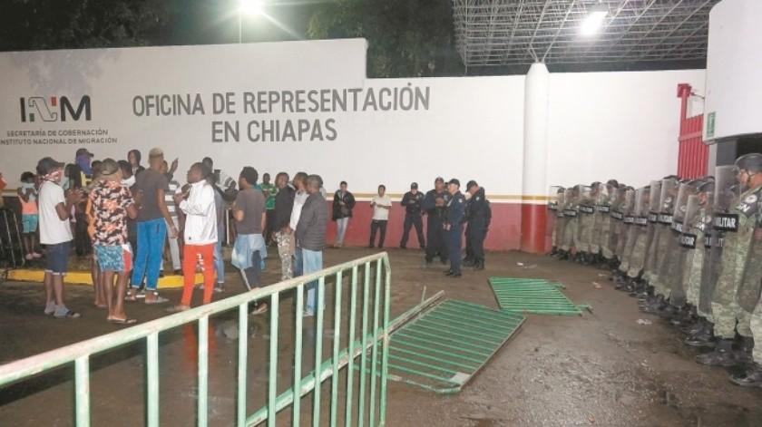 Retiran migrantes africanos campamento instalado en estación migratoria en Chiapas(El Universal)