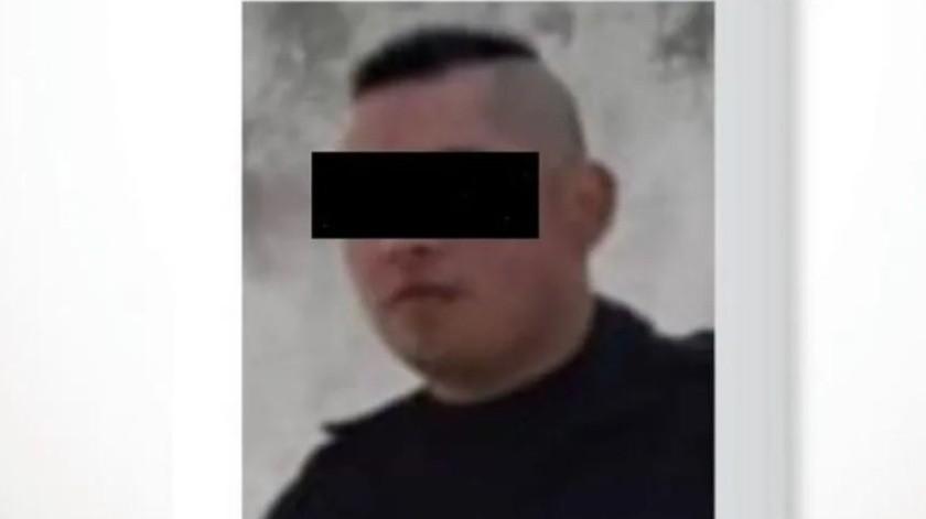 """""""El Monstruo de Toluca"""" intentó resistirse al desarmar al primer oficial, pero entre seis agentes quedó aprehendido."""