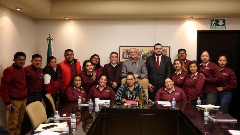 Los maestros de Baja California merecen el respeto que otros gobiernos no les dieron, dijo el jefe del Ejecutivo estatal, en reunión en la que estuvo acompañado de los secretarios de Educación y Hacienda del Estado.(Cortesía)