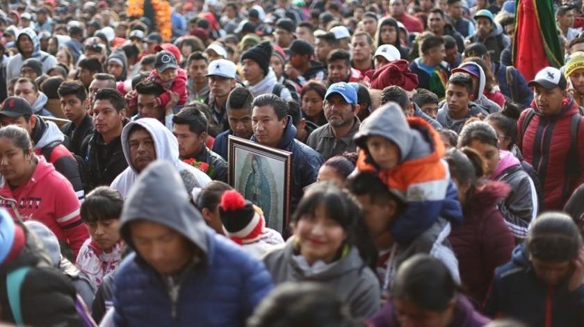 Riadas de peregrinos con el rostro cansado desbordaban este jueves todos los recovecos de la Basílica de Guadalupe, al norte de Ciudad de México, a donde más de diez millones de personas llegaron para agradecer y pedir intercesiones a la Virgen de Guadalupe.(EFE)