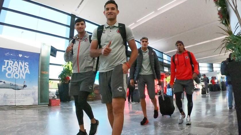 Los Xolos comenzaron su preparación para el próximo torneo, hoypor la tarde salieron del Aeropuerto con rumbo a Mazatlán donde harán trabajo de playa y se espera que disputen algún cotejo amistoso.(Cortesía)