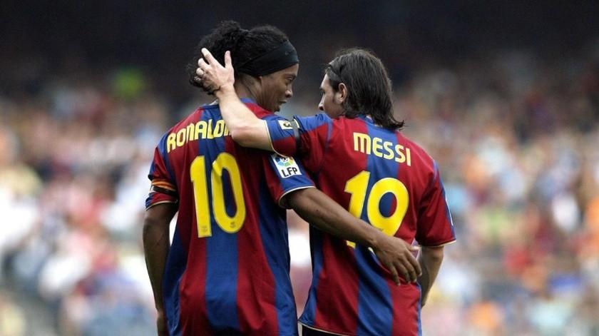 Ambos futbolistas fueron compañeros en el Barcelona, y hasta la fecha tienen una buena relación.(Twitter)