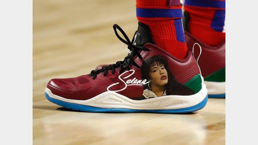 Langston Galloway, de los Pistons, presume tenis de Selena Quintanilla.(Twitter)