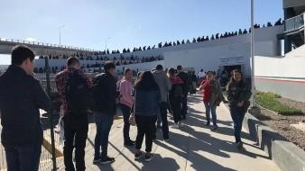 Largas filas se registraron durante el fin de semana en la garita de El Chaparral.