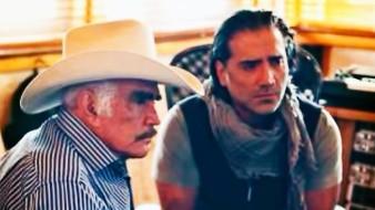 Vicente Fernández estaría enfrentando un duro momento de salud, pues de acuerdo a una publicación, el cantante nuevamente estálibrando una dura batalla contra el cáncer de intestino que padece.