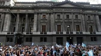 Llega a congreso proyecto de emergencia ante crisis económica en Argentina