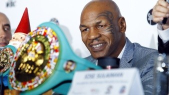 Mike Tyson le da clases de boxeo a Serena Williams
