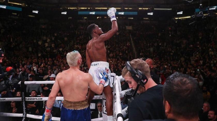 """Para el sinaloense era su primera contienda con un peleador competitivo desde que cayó con Saúl """"Canelo"""" Álvarez."""