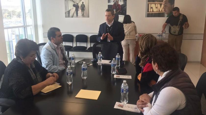 Los legisladores fueron recibidos por el titular del INM en Baja California, Manuel Alfonso Marín.(Glenn Sanchez)