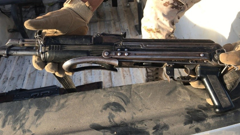 """A Bryan Eliezer """"N"""" y Erick Esau """"N de 23 y 21 años respectivamente se les decomisó tres armas de fuego, tipo fusil, nueve cargadores, 240 cartuchos útiles de grueso calibre y dos chalecos balísticos."""