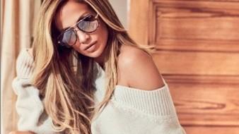 Jennifer Lopez deja ver su cuerpazo en Navidad