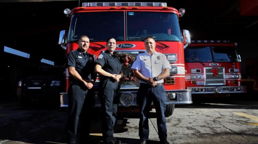 Ángel Ricardo Hernández García, bombero; Adriana Rojas Bermúdez, bombera y José Luis Jiménez González, Capitán, encargado de despacho de la Dirección de Bomberos Tijuana.(Sergio Ortiz)