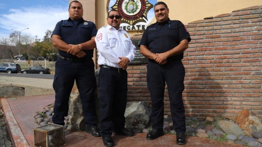 Manuel Alonso García Fierro, subdirector técnico; Mauricio Javier González Navarro,  director de Bomberos Ensenada y Rubén Osuna Beltrán, director de Bomberos.(Sergio Ortiz)
