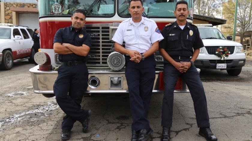 José Antonio Tapia Torres, subcomandante operativo; Omar Ortiz Rubalcaba, director de bomberos y salvavidas de Playas de Rosarito y Pedro Pablo Bohórquez, capitán de Bomberos.(Sergio Ortiz)