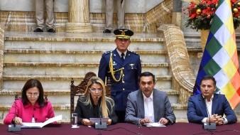 España expulsa a 3 diplomáticos bolivianos en