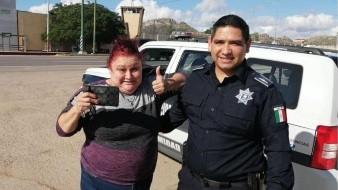 Gracias a hermanos detenidos y a oficial, logra recuperar su monedero