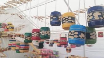 Llega desde Oaxaca para vender trompos, baleros y cochecitos