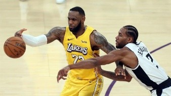Los Lakers, líderes de la División Oeste, iniciaron el año nuevo con una victoria, su tercera consecutiva y les consolida líderes destacados en la División Pacífico y en la Conferencia Oeste.