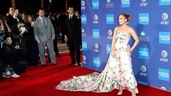 Jennifer Lopez a su llegada al Festival Internacional de Palm Springs.