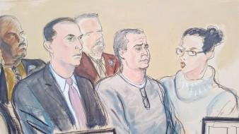 En este boceto del tribunal, el abogado César de Castro, izquierda; el exsecretario de Seguridad Pública de México Genaro García Luna, centro, y una traductora, participan en una audiencia de lectura de cargos en la corte federal de Brooklyn.