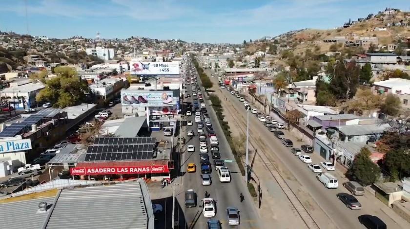 Tráfico de al menos 10 horas colapsa cruce de Nogales a EU(Rubén A. Ruiz)