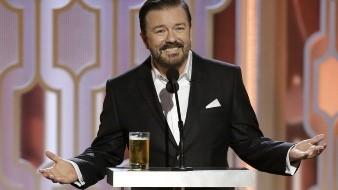 Ricky Gervais, durante su monólogo en los Globos de Oro