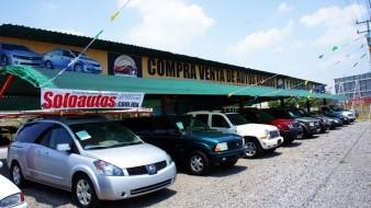 """El comercio organizado de autos usados la venta se fue a la baja debido al anuncio de una posible regularización de los autos """"chocolate""""."""