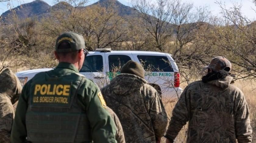 Capturan a estadounidense por contrabando, un arma y seis migrantes(Cortesía)