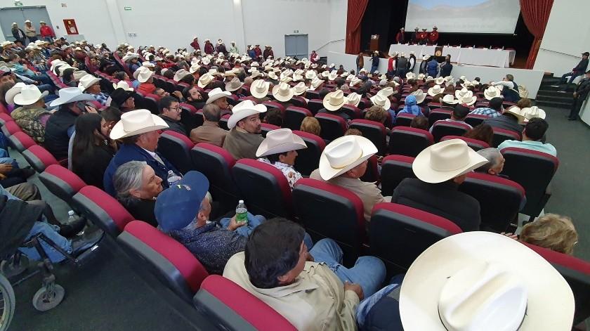 Alrededor de 600 personas votaron para elegir al nuevo presidente de la Unión Ganadera Local de Hermosillo.(Julián Ortega)