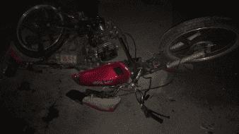 Motociclista pierde una pierna tras chocar con un poste