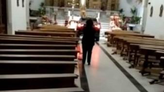 Hombre 'poseído' entra a iglesia con todo y camioneta porque necesitaba un exorcismo