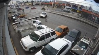 VIDEO: Arrolla a peatón y choca seis automóviles en Chihuahua
