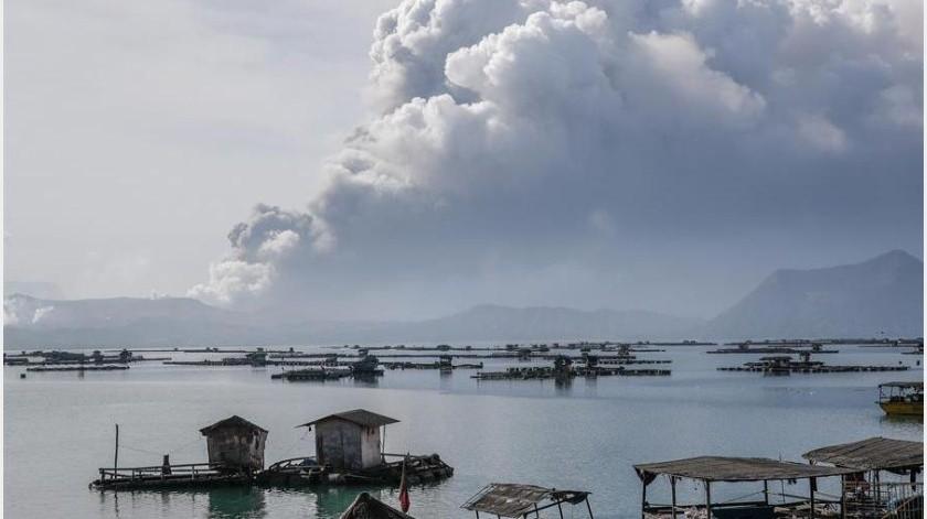 El volcán, que ha entrado en erupción 33 veces desde 1572, causó unos 1.300 muertos en una erupción en 1911 y 200 en 1965.(EFE)