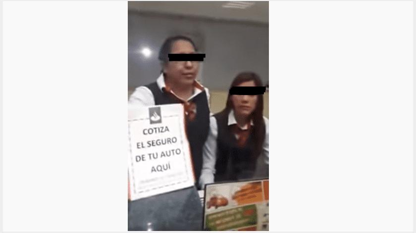 La víctima del robo amenazó a la mujer con cobrarle una vez que abandonara la sucursal y subió el video a las redes sociales.(Especial)