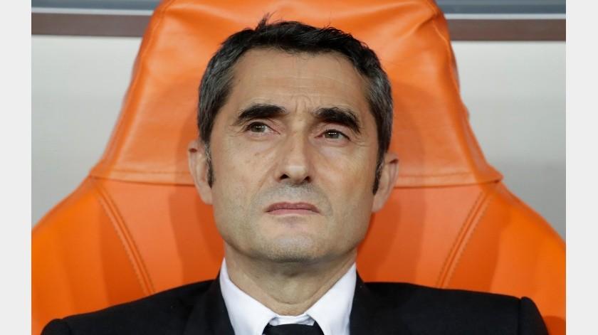 El técnico del Barcelona Ernesto Valverde en la banca previo al inicio del partido ante el Atlético de Madrid por la Supercopa Española en Yeda, Arabia Saudita, el jueves 9 de enero de 2020.(AP)